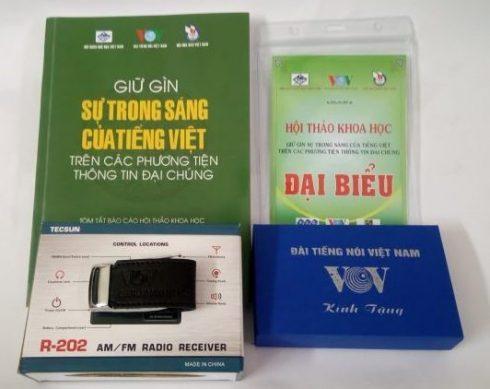 """Quà tặng của Hội thảo """"Giữ gìn sự trong sáng của tiếng Việt trên các phương tiện thông tin đại chúng"""""""